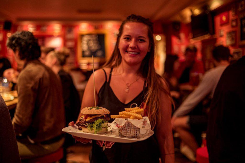 Der Mohr Bedienung und Burger
